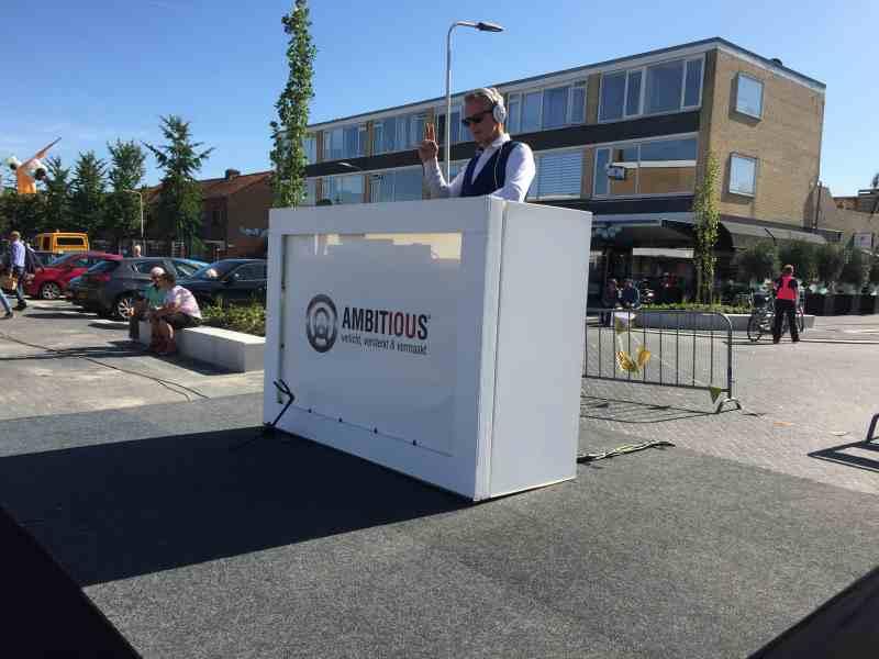 DJ in Reeuwijk met Sax Up The DJ inhuren met Johan in actie tijdens de heropening van winkelcentrum Westplein