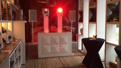 DJ in Reeuwijk huren hier de apparatuur voor Koningsdag met Sax Up The DJ