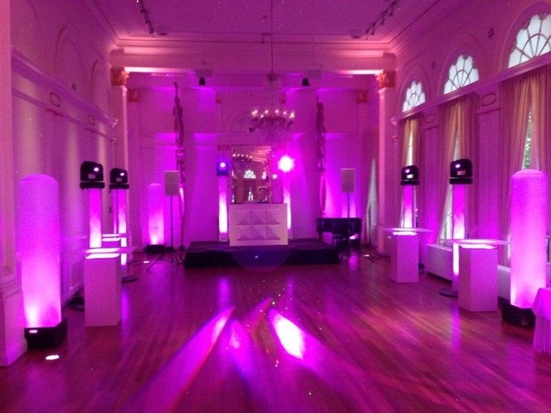 DJ in Rotterdam boeken exclusieve dj-show inhuren voor een bruiloft in het Wereldmuseum