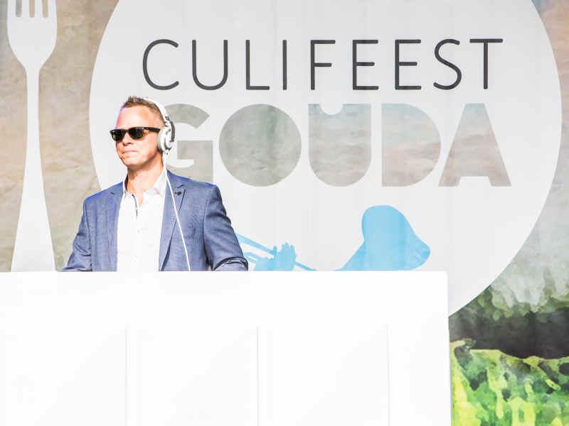 DJ met videoclips voor je culinair evenement inhuren of boeken? Allround VJ Johan Post hier tijdens Culifeest in Gouda