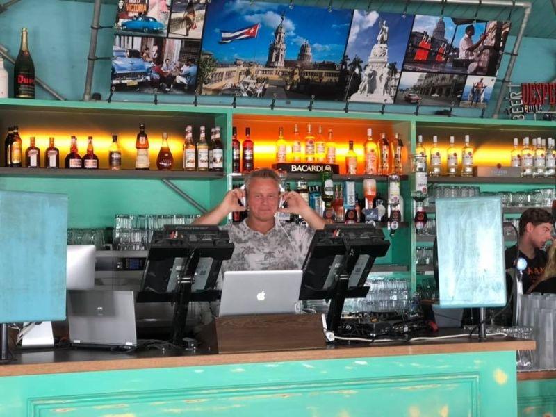 Bedrijfsfeest DJ Johan Post inhuren of boeken voor personeelsfeest hier in Havana Beachclub te Rockanje