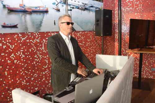 Verjaardagsfeest DJ Johan Post inhuren of boeken voor 60e verjaardagsfeest of Sweet Sixty hier in de Tuin van de vier Windstreken in Rotterdam