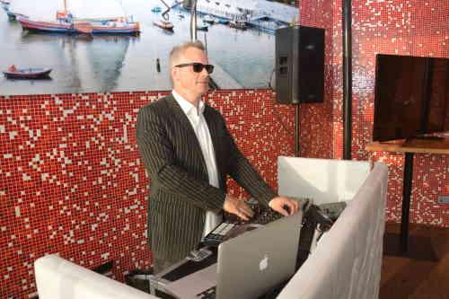 DJ in Rotterdam inhuren DJ Johan Post boeken voor optreden in De Tuin van de Vier Windstreken tijdens een 50e verjaardag