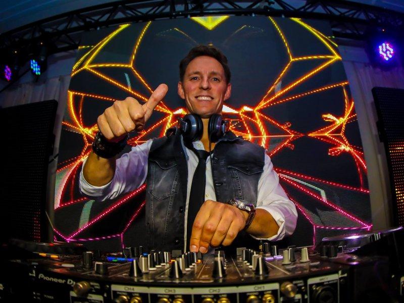 Wil jij ook leren draaien als een echte professionele DJ?