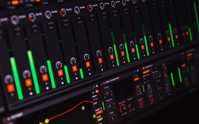 Ableton / FL Studio / Logic Pro X / Cubase