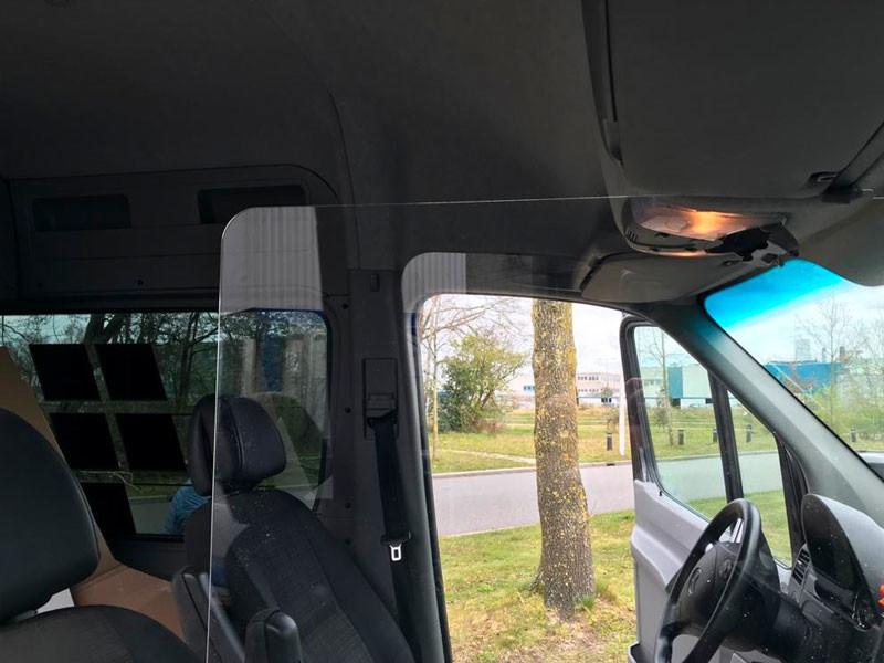 Scheiding tussen bestuurder en bijrijder: spatscherm