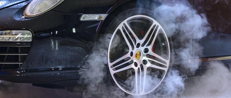 Overmatig verbruik roet rook auto