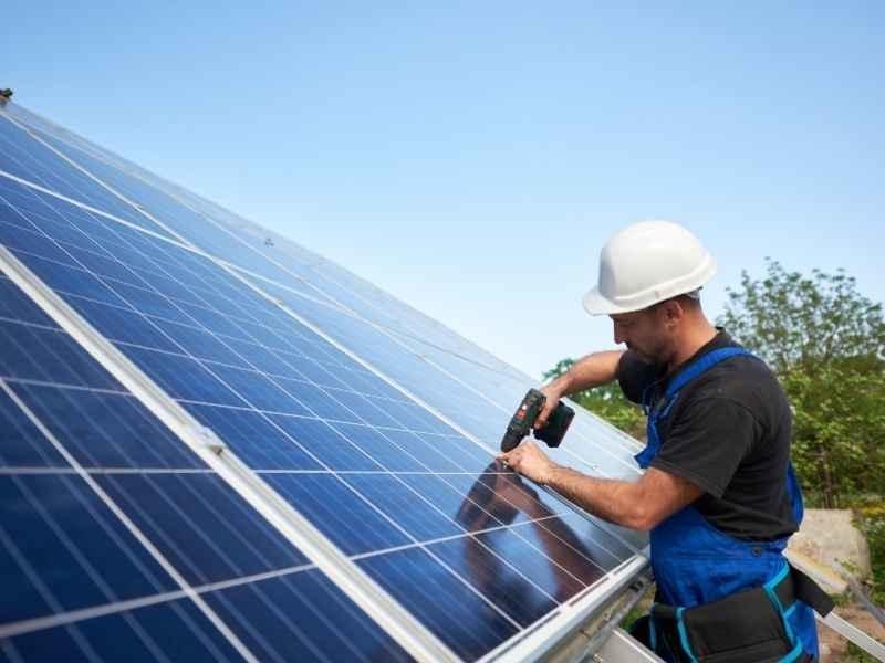 op zoek naar zonnepanelen