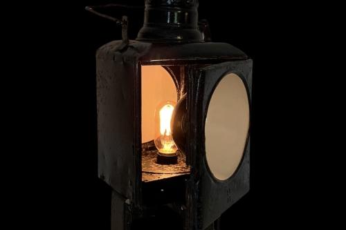 railroad-signal-lamp-01