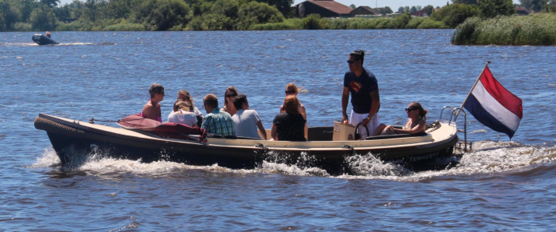 Sloepengame een leuk evenement op het water in een sloep