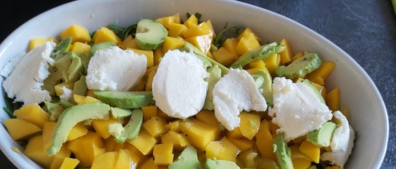 Salade met groene asperges en mango