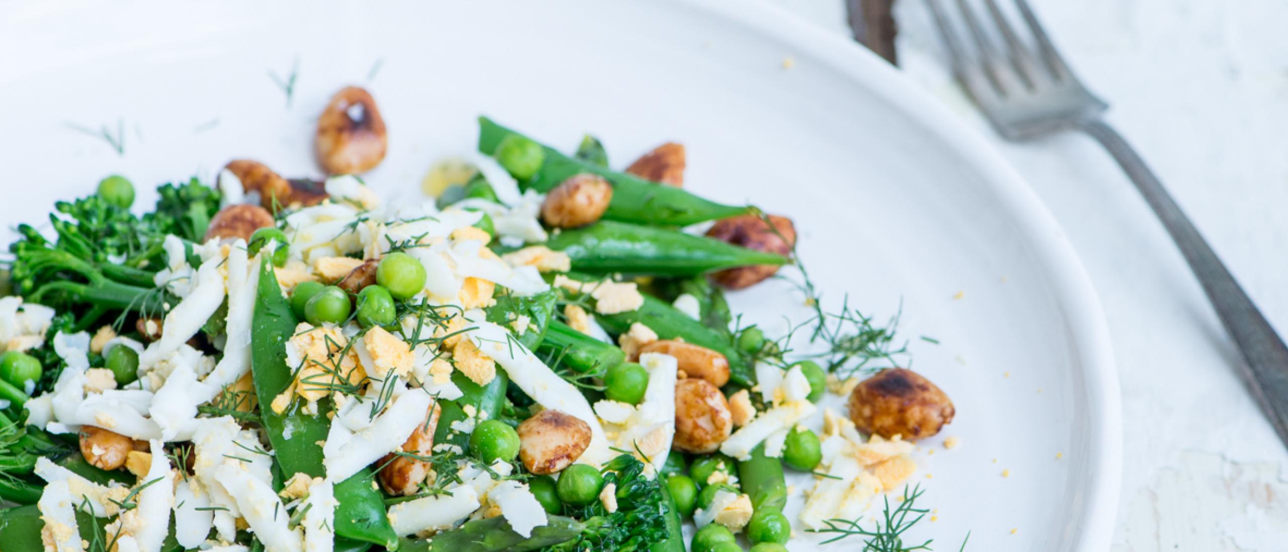 Recept: Snelle maaltijdsalade met geraspte eieren