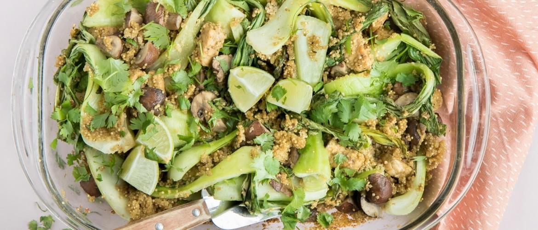 Recept: een kruidige, frisse herfstschotel uit de oven met quinoa en paksoi