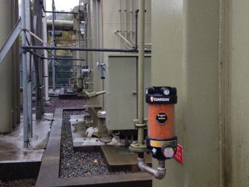 Dielectric oil storage tank