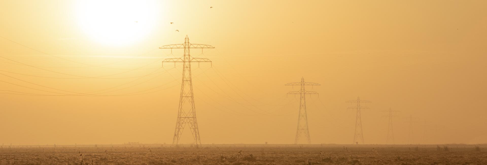 Daarom houden onze energieprofessionals u op de hoogte van de wet- en regelgeving op het gebied van energie en helpen we u hieraan te voldoen zodat u geen risico's loopt.