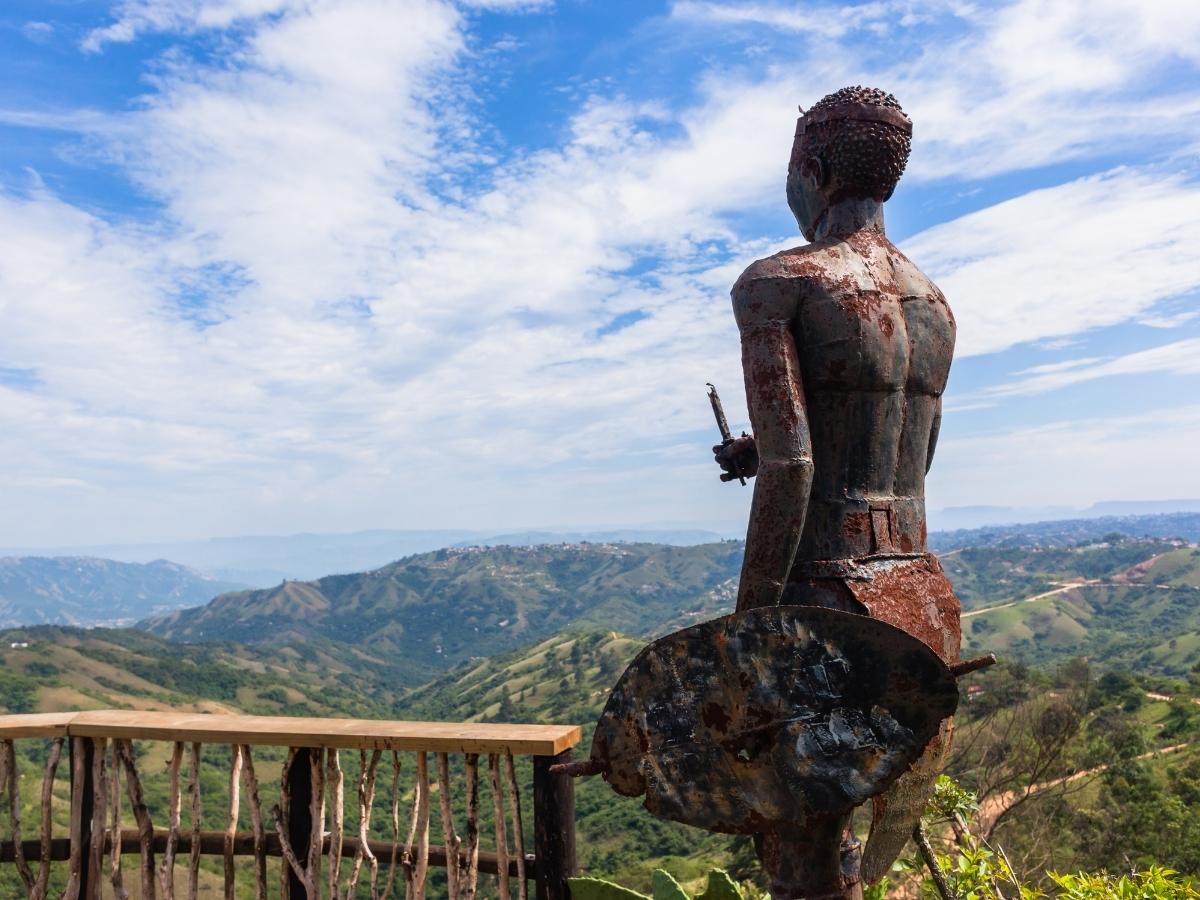 valley-of-a-thousand-hills-zulu-standbeeld-durban-south-africa
