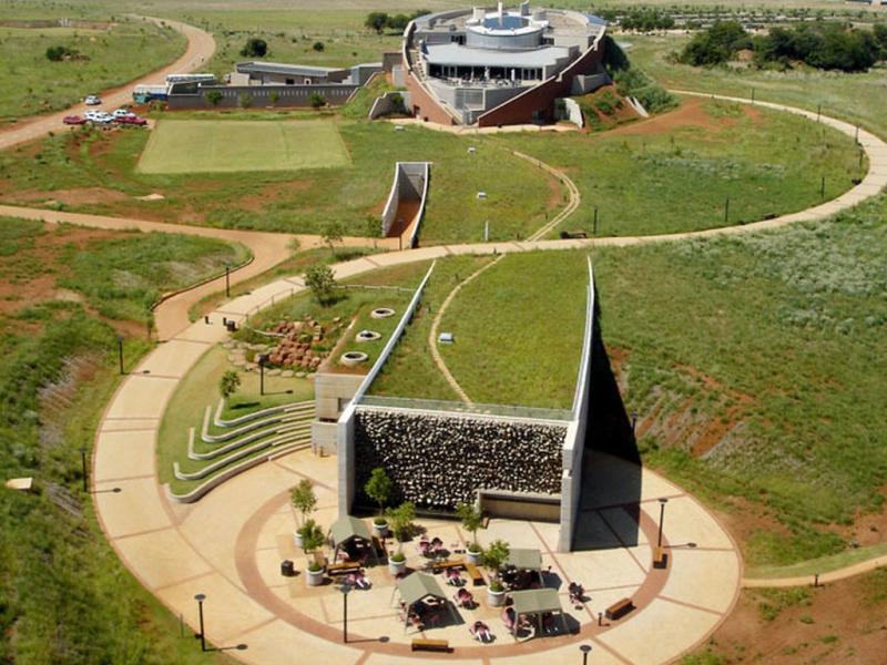 maropeng_visitor_centre_maropeng-hotel_south_africa.jpg