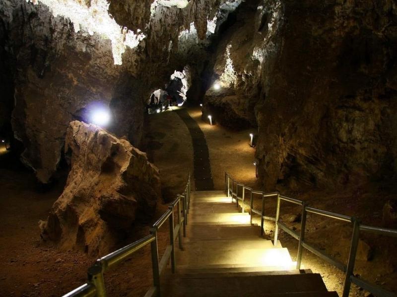 sterkfontein-caves-stairsandlighting.jpg