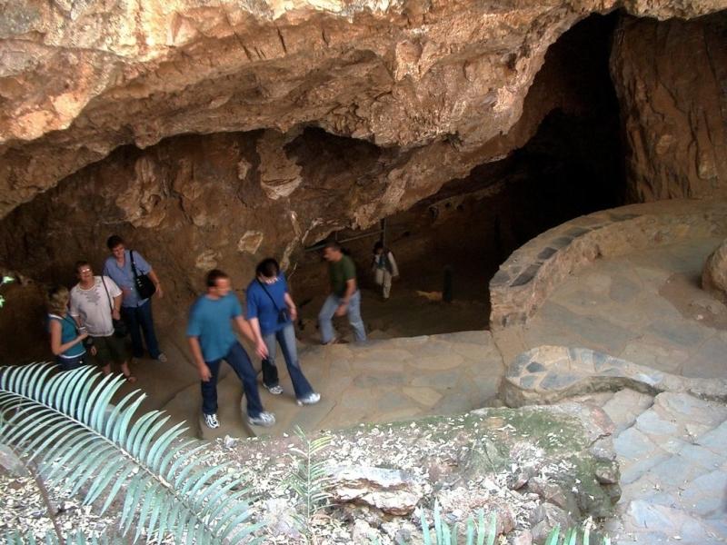 sterkfontein-caves-tourists-visiting.jpg