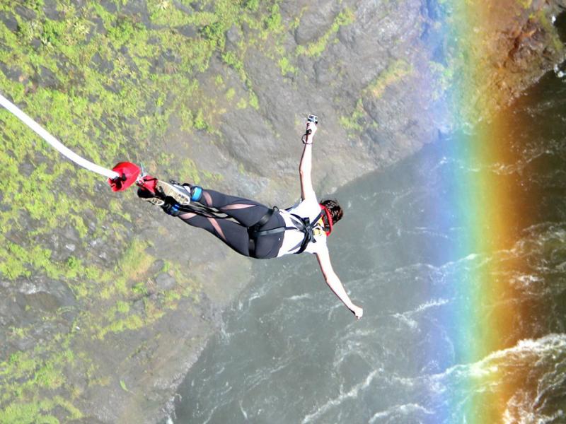 bungee-jump-at-victoria-falls