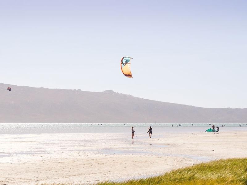 surfen en kite surfen in zuid afrika langebaan lagoon