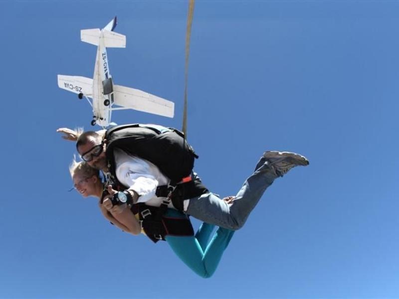 parachute springen in zuid afrika kaapstad airplane