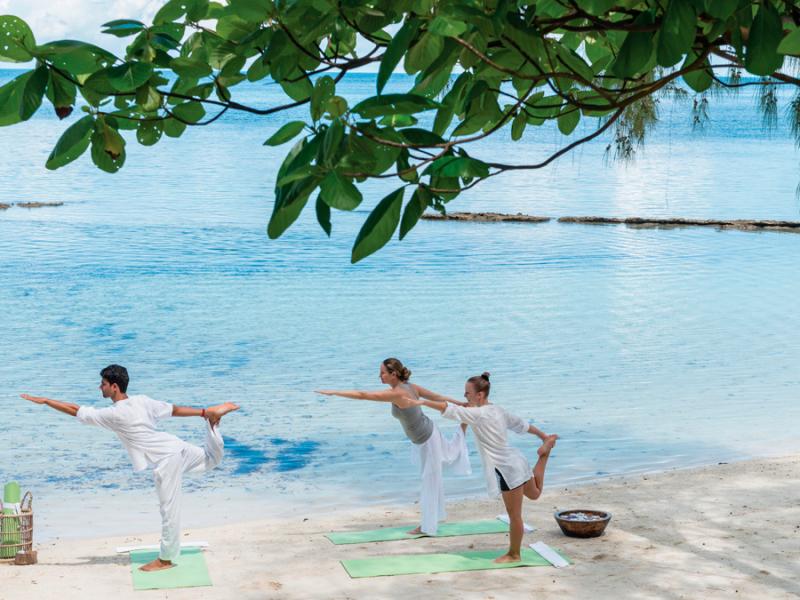 seychellen-yoga-op-het-strand