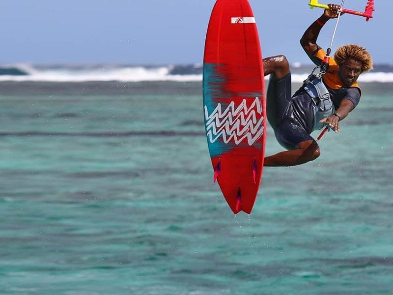 surfen-en-kite-surfen-in-zuid-afrika-durban-kiten-in-lucht