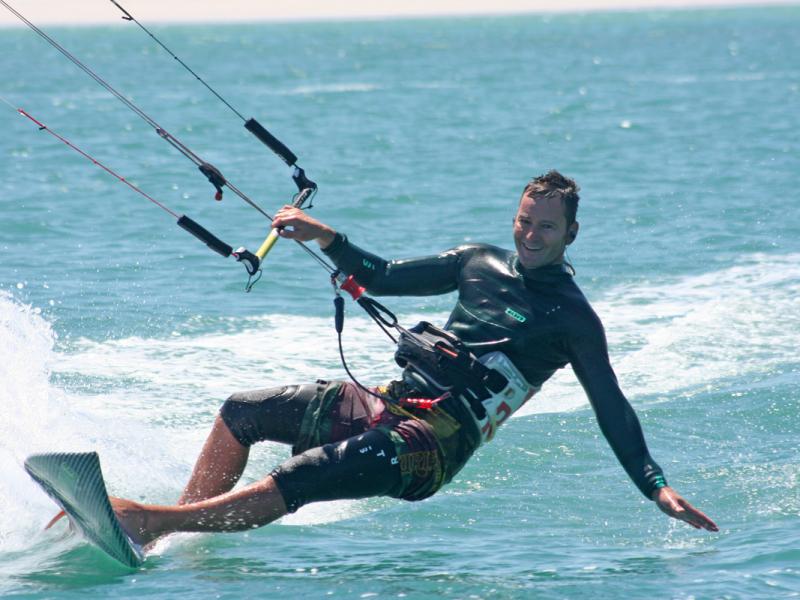 surfen-en-kite-surfen-in-zuid-afrika-gardenroute-kiten