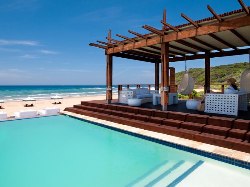 white-pearl-ponta-mamoli-resort-mozambique-zwembad