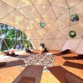 Grote dome voor coaching workshops en yoga tijdens yoga retreat Portugal