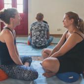 Deelnemer wordt begeleid door coach voor zelfonderzoek om problemen op te lossen en te ontwikkelen