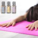 Vrouw doet yogahouding icm essentiele olien - gestrekte kindhouding - Utthita Balasana - ook wel halve schildpadhouding - Ardha Kurmasana