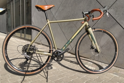 Coureur Aalst Custom Build fiets Bombtrack Hook Ext