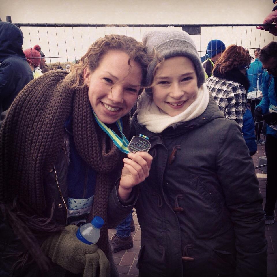 medaille_finish_halve_marathon_egmond_jamila_fitgirls