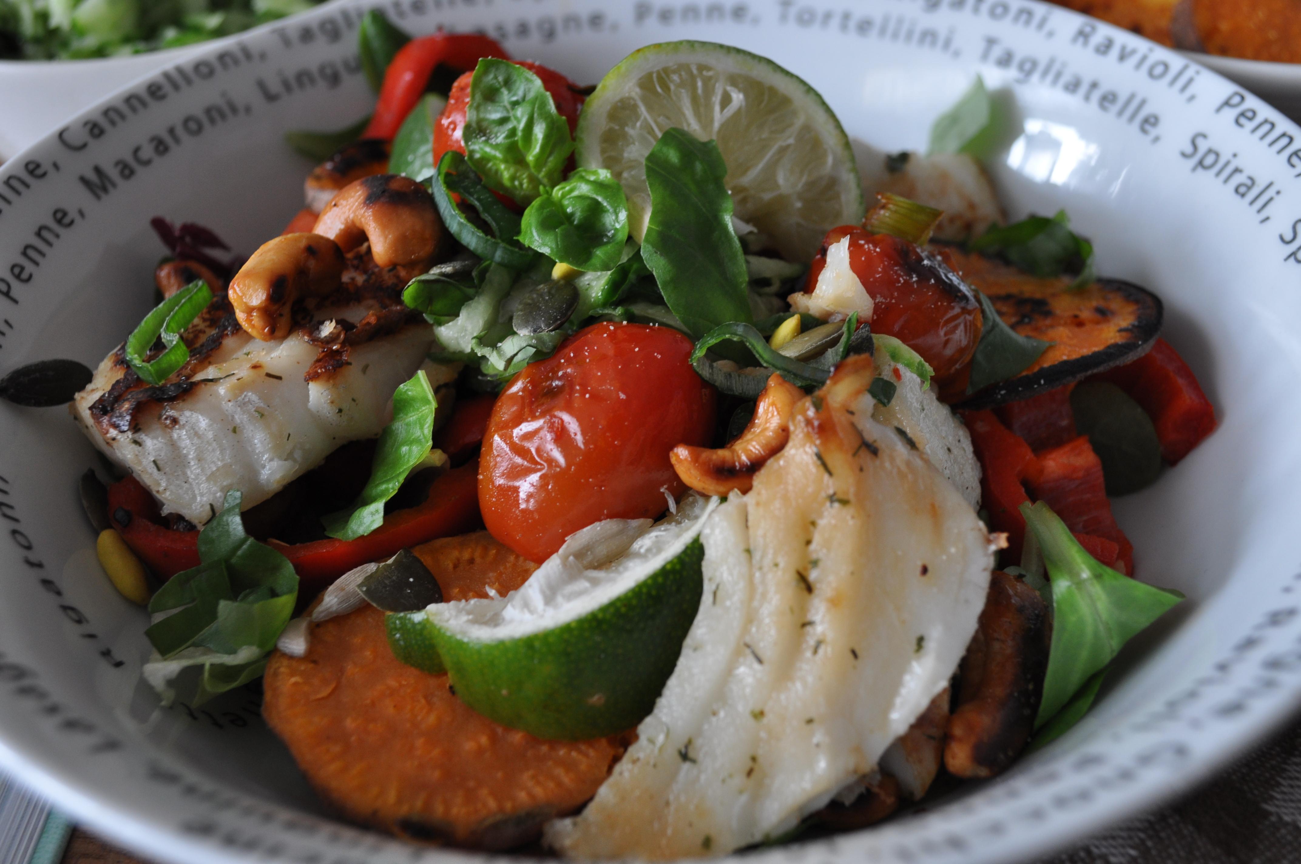 close-up-fitgirls-kabeljauw-salade-gezond