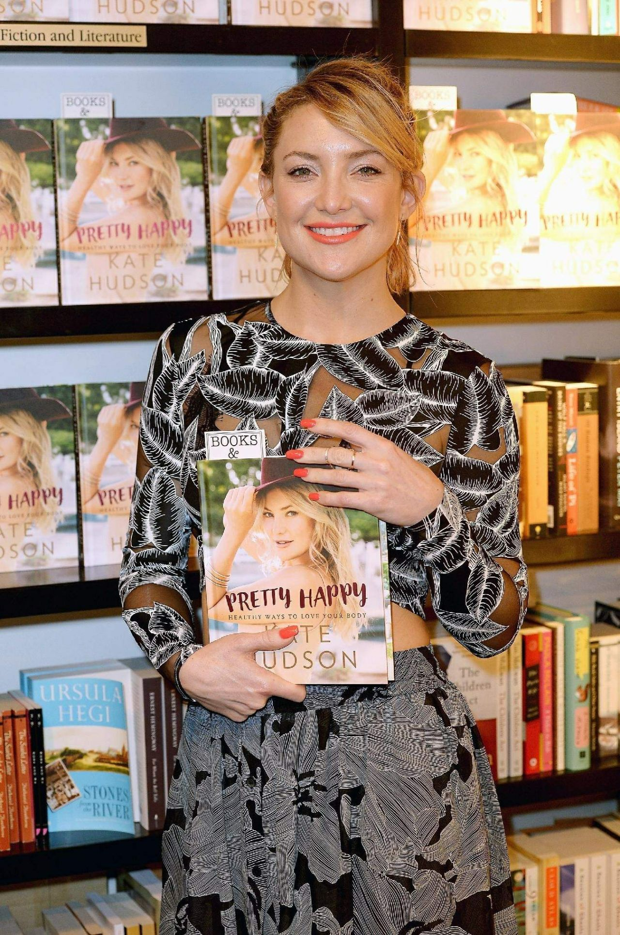 kate-hudson-pretty-happy-healthy-ways-to-love-your-body-book-signing-bal-harbour-february-2016-1