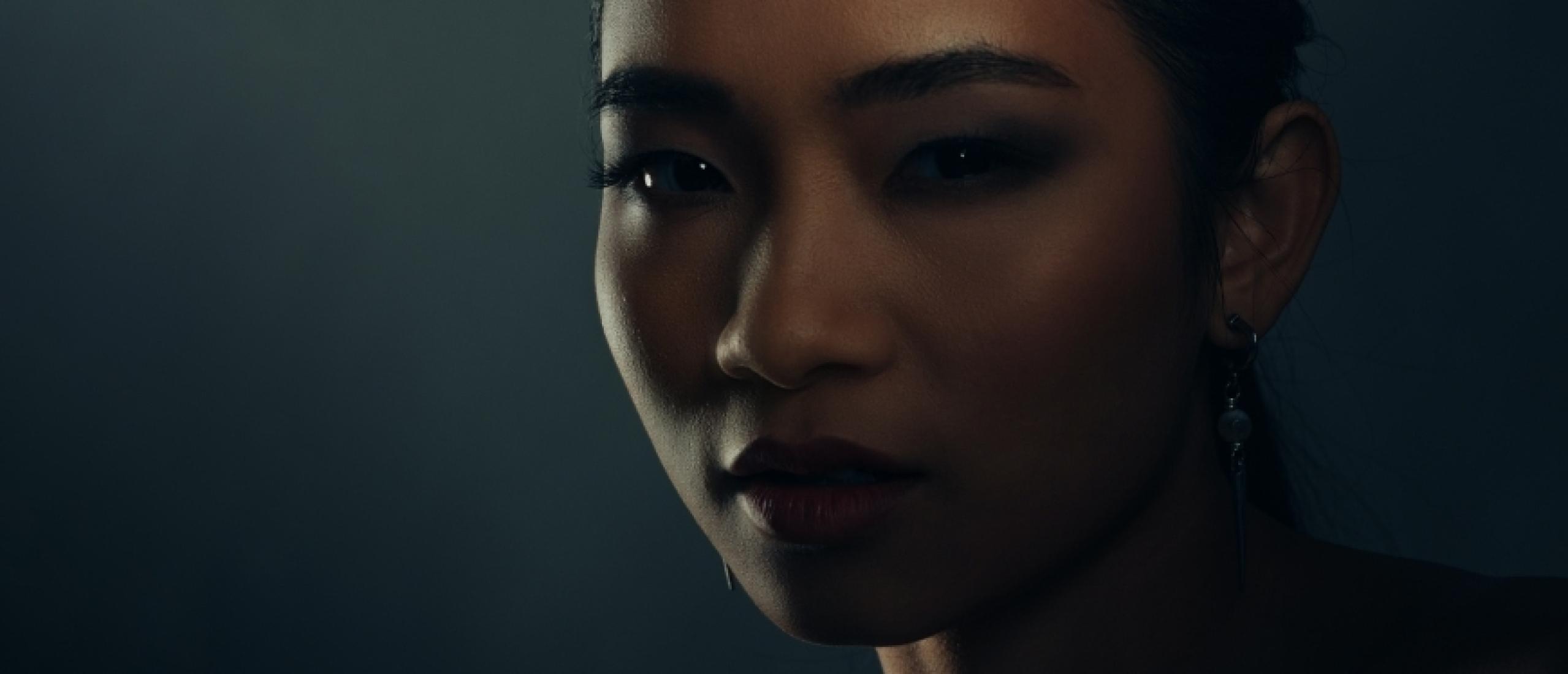 Portrait Beauty Shot - With a Foldable Stripbox