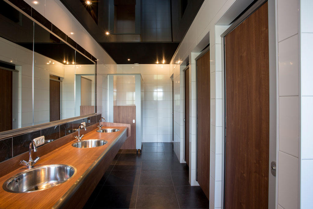 camping sanitair volledig vernieuwd