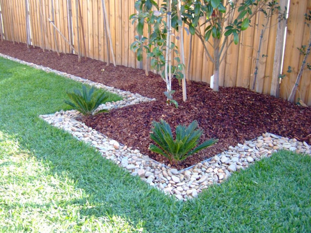 Bekend Hoe je houtsnippers tegen onkruid in de tuin als nuttige ZT26