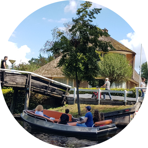 giethoorn-view-from-canal