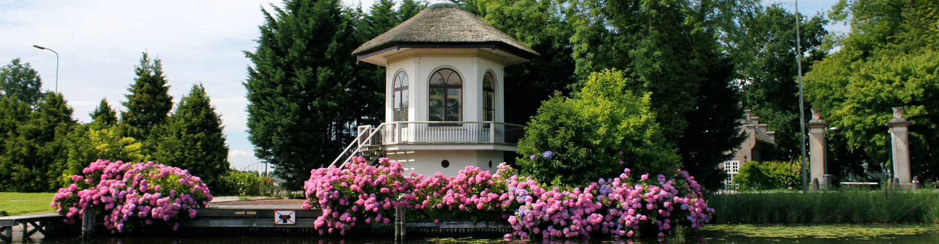 vecht-river-tea-house-surrounded-by-hydrangeas