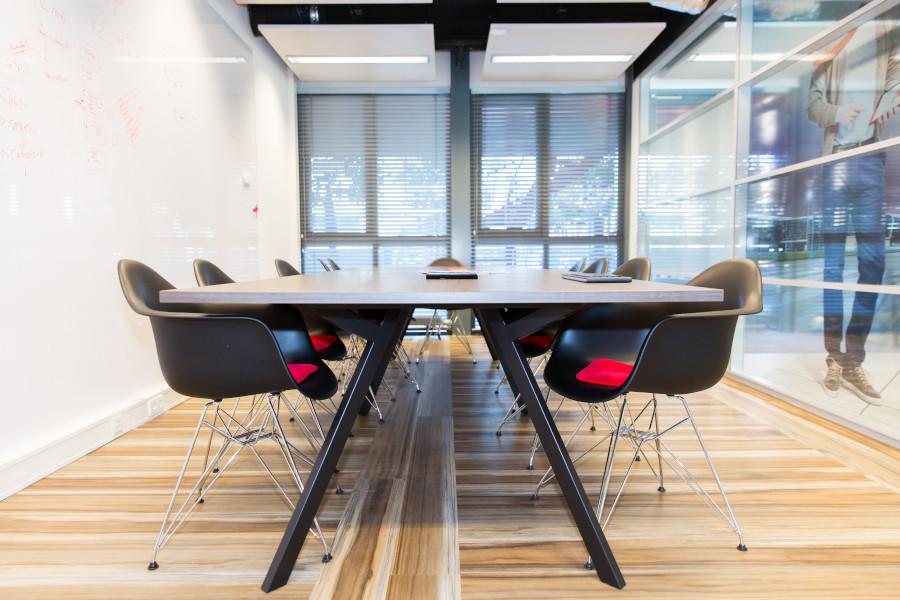 Prettige vergaderruimte in het kantoor van Gaston Schul