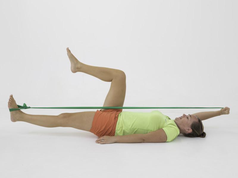 Fysio Maaike met elastiek