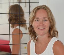 Fysiotherapeut Maaike in haar praktijk