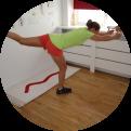 Fysio Maaike doet balans oefening