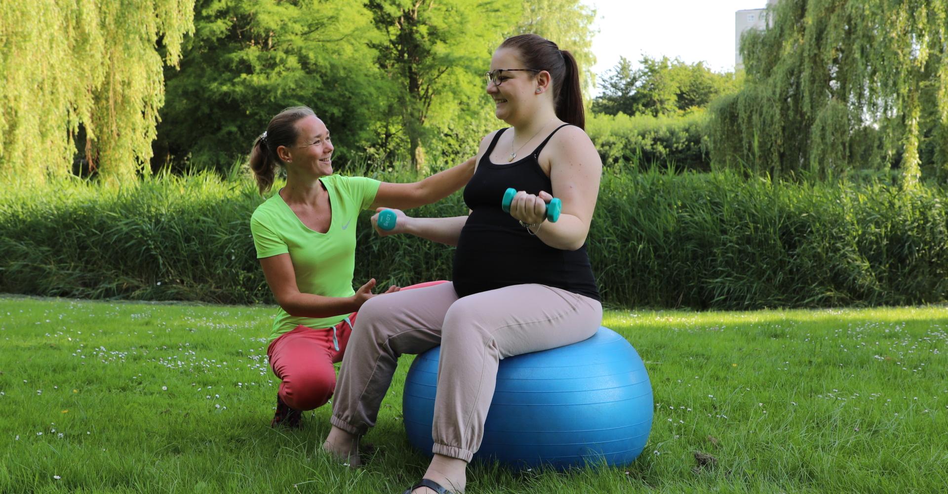Biceps trainen als zwanger met Fysio Maaike