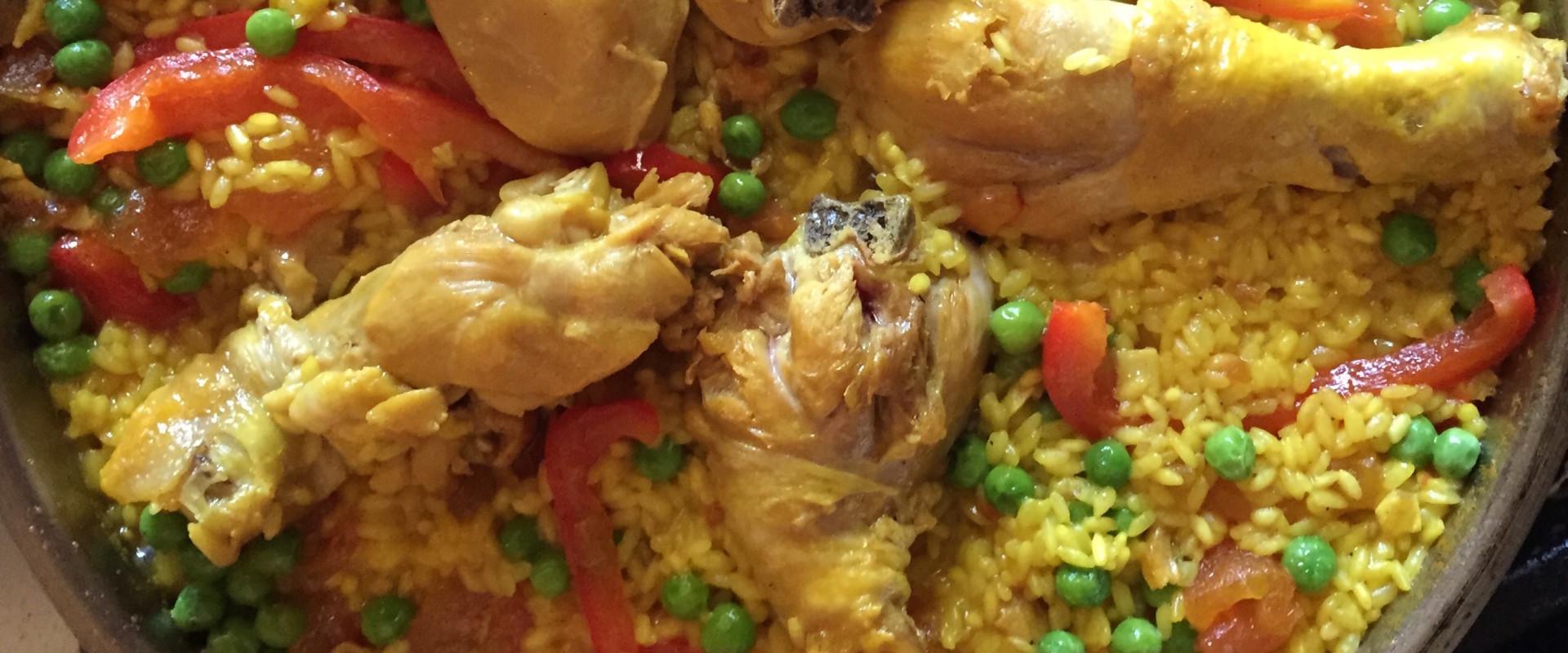 Paella met kip (paella de pollo)