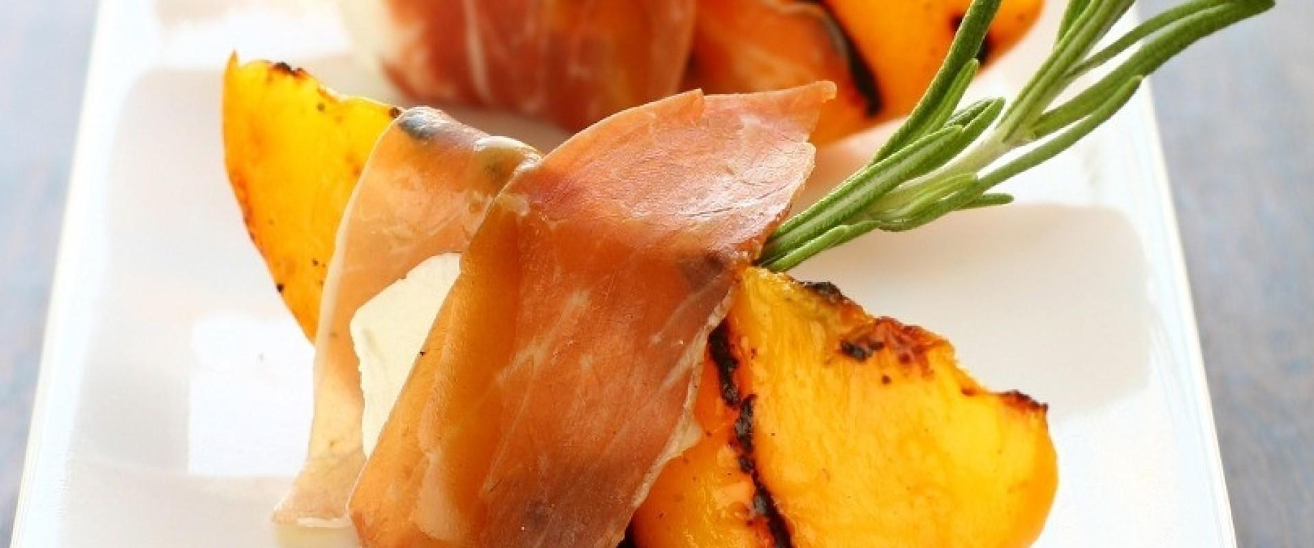 Serrano ham met gemarineerde perzik