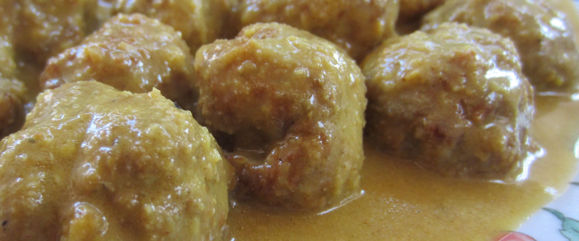 Spaanse gehaktballen met amandelsaus